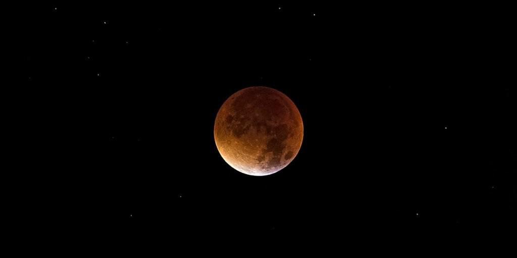 Teks Eksplanasi Gerhana Bulan