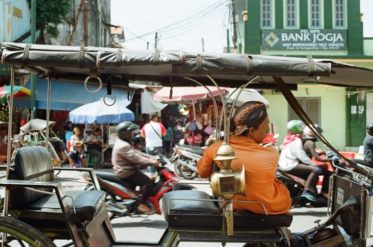 Penerapan Sila Kedua Pancasila Bangga menggunakan Bahasa Indonesia