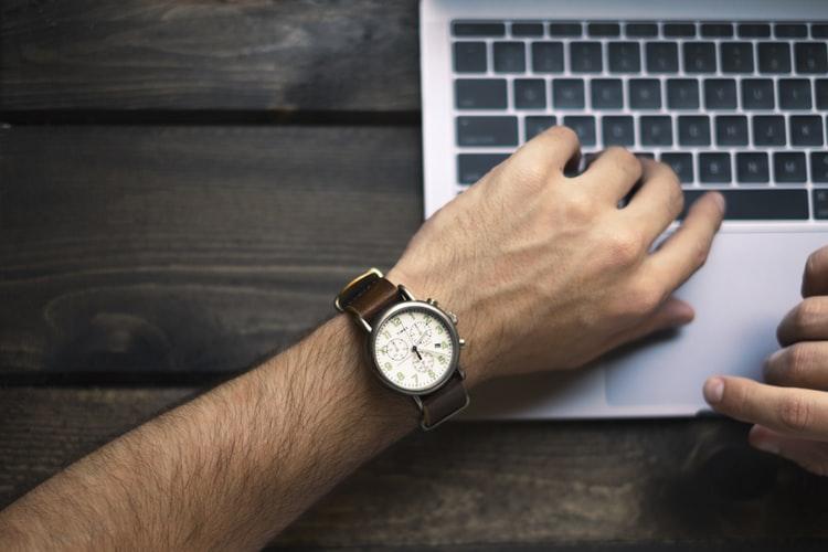 contoh sikap tanggung jawab Hadir tepat waktu