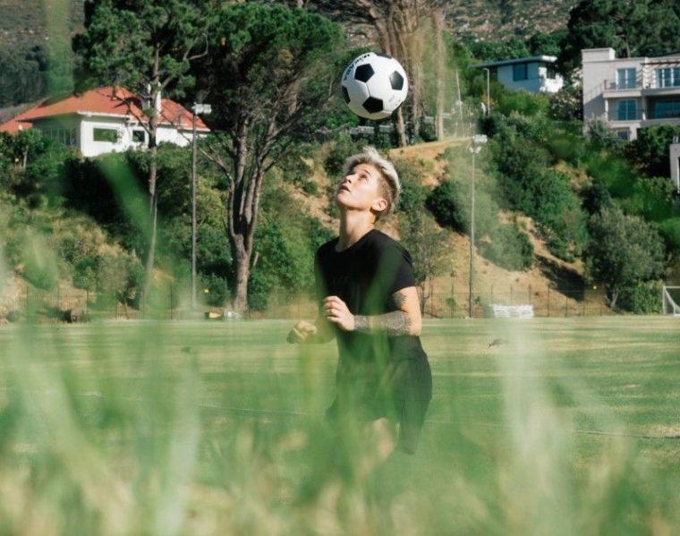 Latihan Menyundul Bola