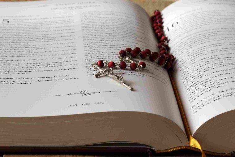 merdeka berpindah agama