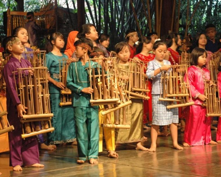 Cara Menjaga Alat Musik Jawa Barat