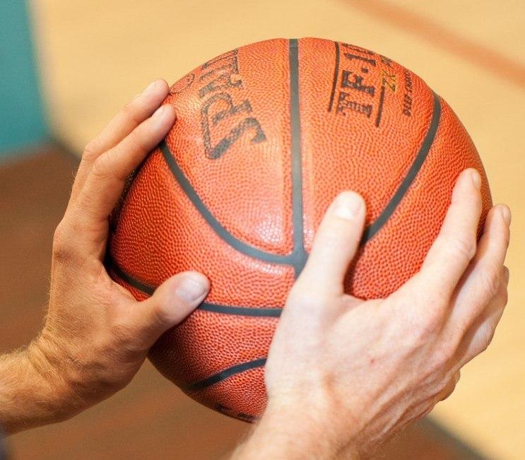 Teknik Dasar Memegang Bola Basket