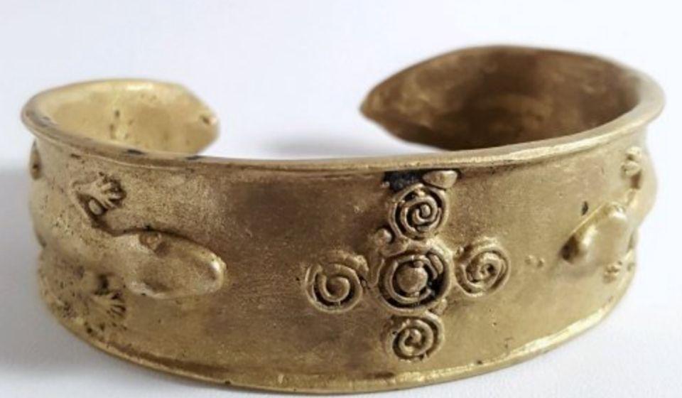 Perhiasan Perunggu