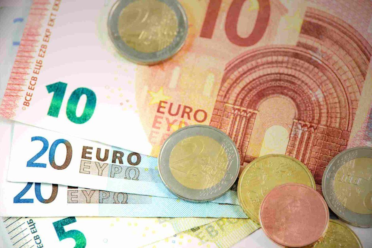 gambar uang kartal kertas euro