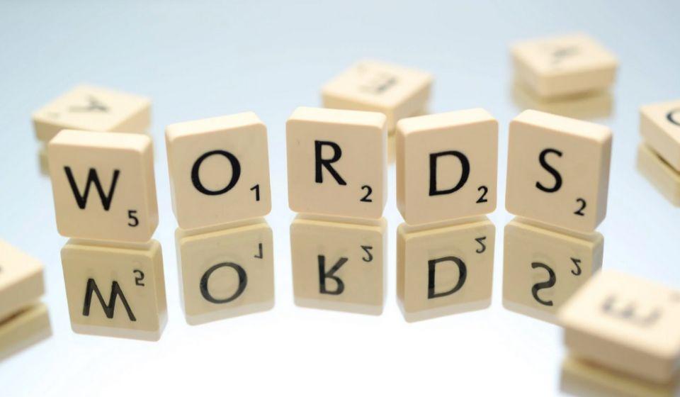 Berdasarkan Penggunaan Kata-Kata