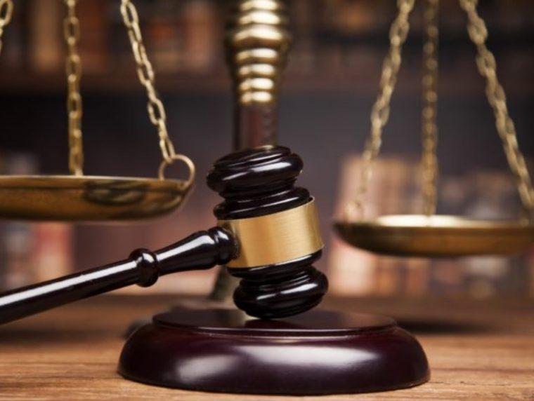 Perbedaan Hukum Privat dan Publik