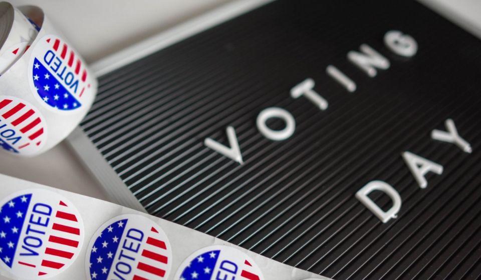 cover Perbedaan Negara Demokrasi dan Negara Otoriter