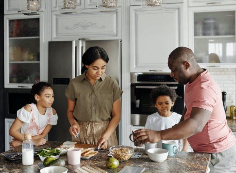 Mengakui keberadaan fungsi setiap anggota keluarga