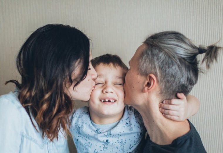 Saling mencintai sesama anggota keluarga