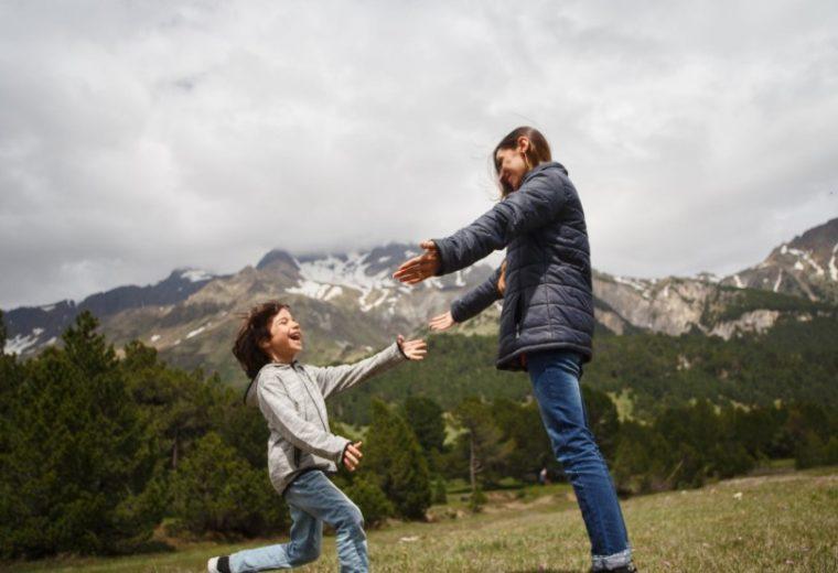 Memberi Efek Positif pada Lingkungan Pergaulan Anak