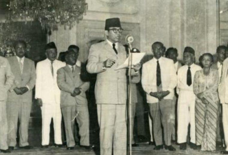 Menunjukkan Proklamasi Adalah Perjuangan Bangsa Indonesia