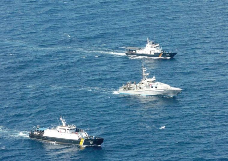 Melakukan Patrol dan Penangkapan Terhadap Kegiatan Ilegal di Wilayah Perairan