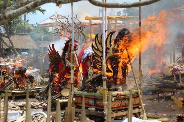 Contoh Teks Eksplanasi Budaya Bali Ngaben