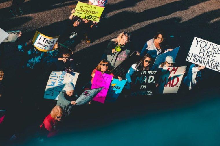 Contoh Teks Eksplanasi Sosial Tentang Demokrasi
