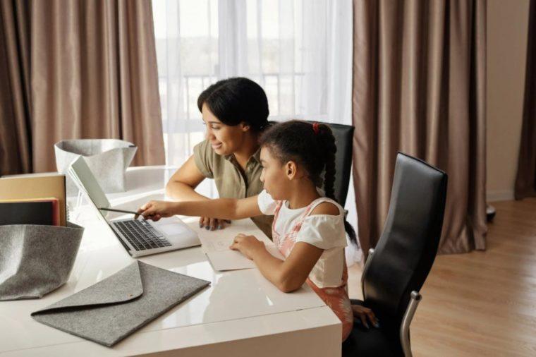 Contoh Teks Eksposisi Manfaat Penggunaan Internet untuk Pendidikan