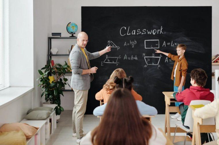 Contoh Teks Eksposisi Tentang Sistem Pendidikan di Indonesia
