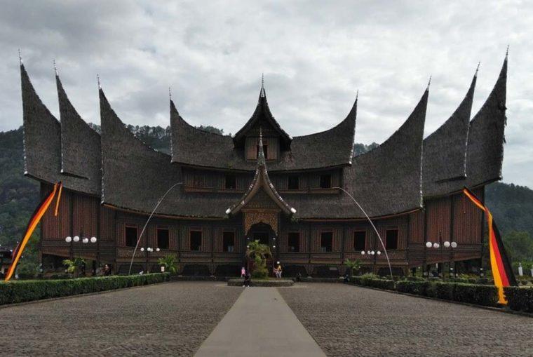 Gambar Thumbnail Rumah Adat Kalimantan Barat