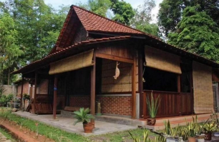 Imah Adat Jawa Barat Badak Heuay