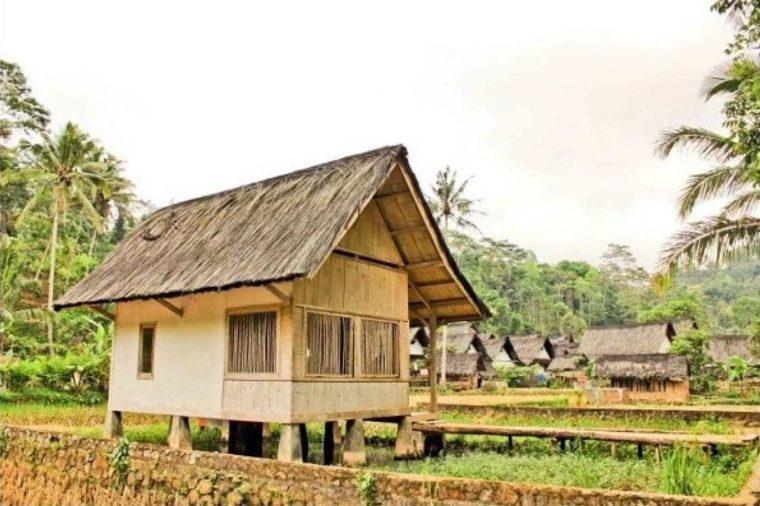 Imah Adat Jawa Barat Jelopong