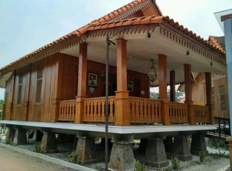 Rumah Adat Betawi Gudang