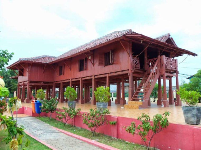 Rumah Adat Betawi Panggung