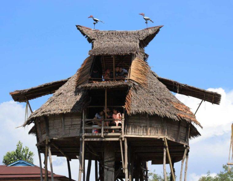 Rumah Adat Kalimantan Barat Baluk