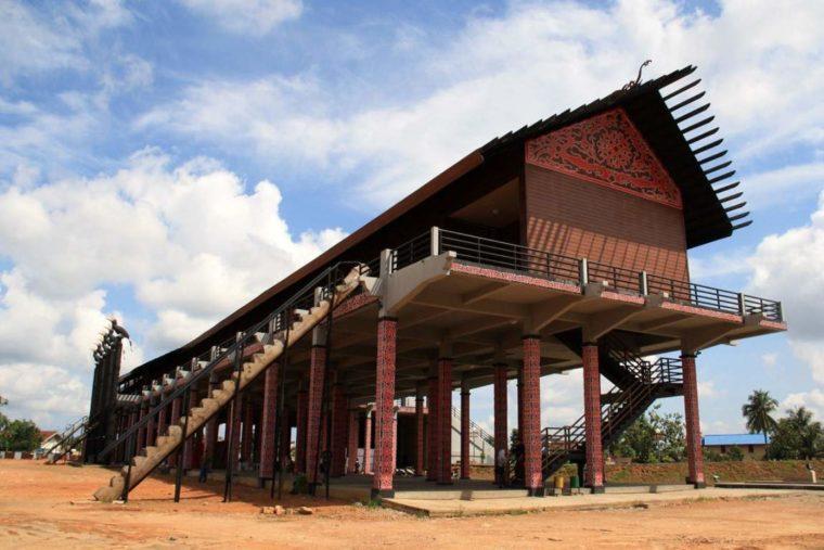 Rumah Adat Kalimantan Barat Betang Radakng