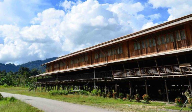 Rumah Adat Kalimantan Barat Panjang