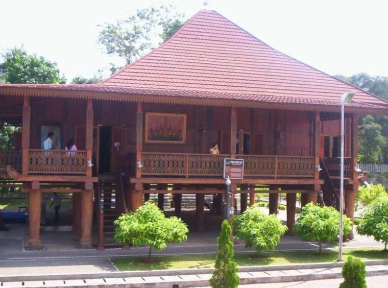 Rumah Adat Lampung Nuwou Balak