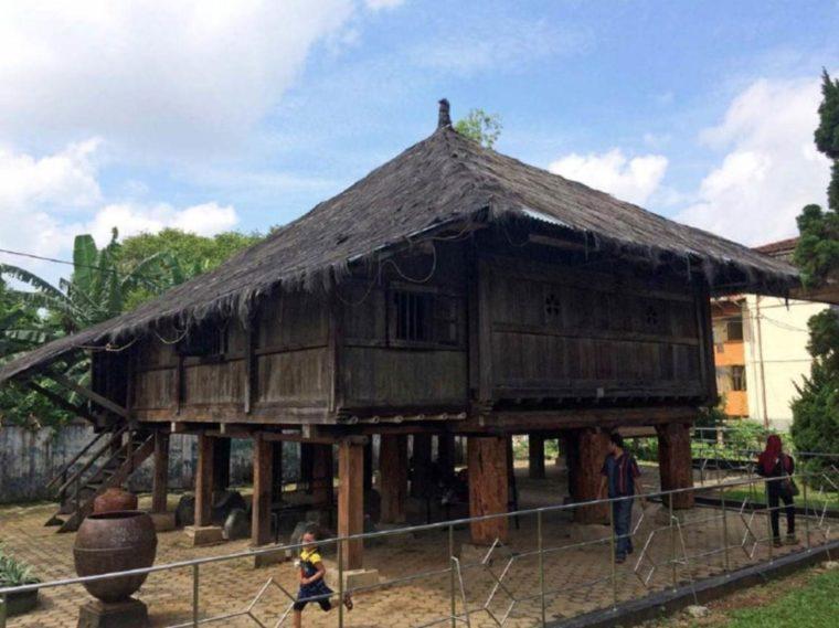 Rumah Adat Lampung Nuwou Lunik