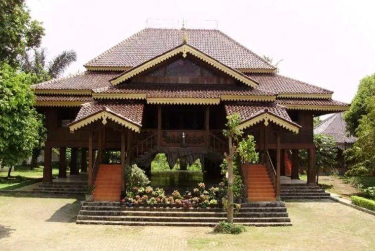 Rumah Adat Lampung Nuwou Sesat