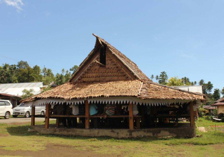 Rumah Adat Maluku Sasadu