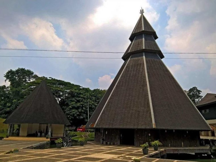 Rumah Adat Papua Kariwari