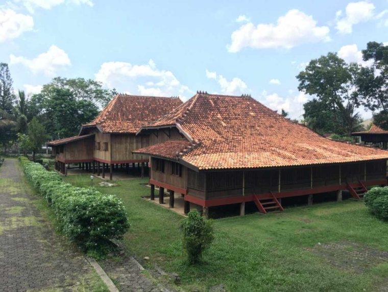 Rumah Adat Sumatera Selatan Limas