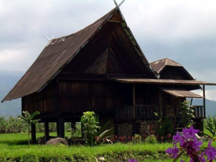 Rumah Adat Sumatera Selatan Tatahan