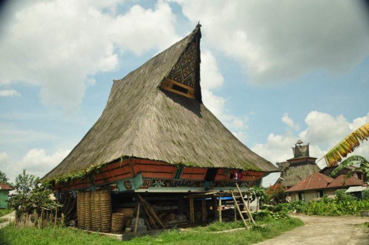 Rumah Adat Sumatera Utara Karo