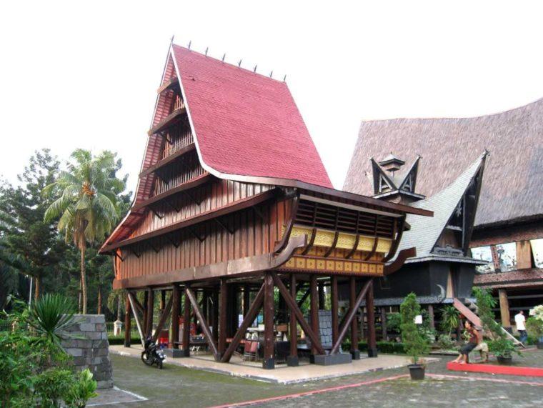 Rumah Adat Sumatera Utara Nias
