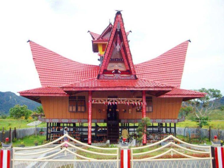 Rumah Adat Sumatera Utara Pakpak