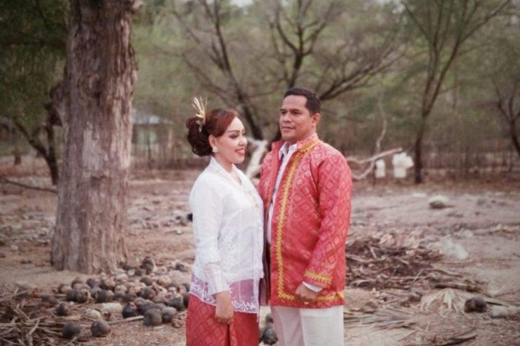 Baju Adat Nona Rok Maluku