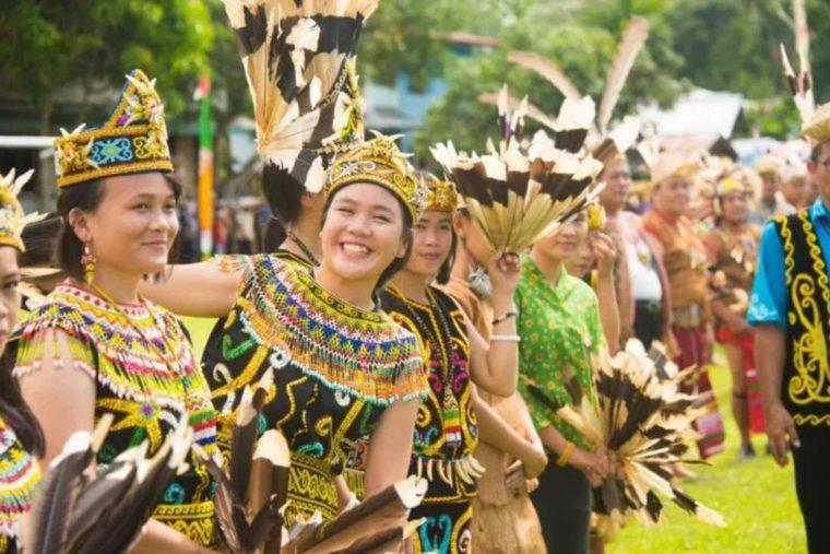 Baju Kurung Papua