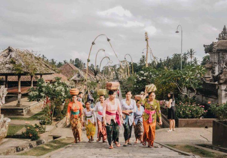 Ciri Khas Pakaian Adat Bali