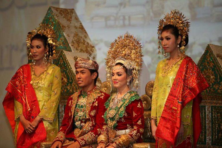 Ciri Khas Pakaian Adat Sumatera Barat