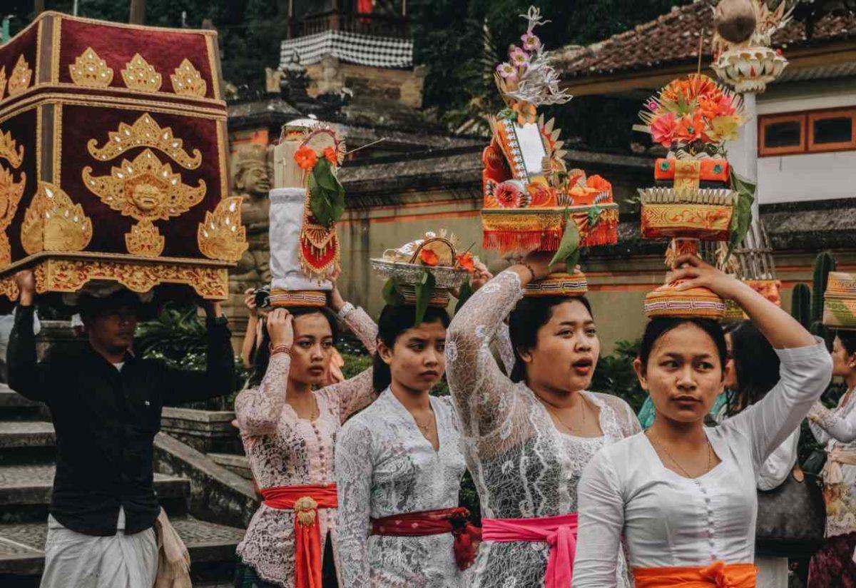 Gambar Thumbnail Pakaian Adat Bali