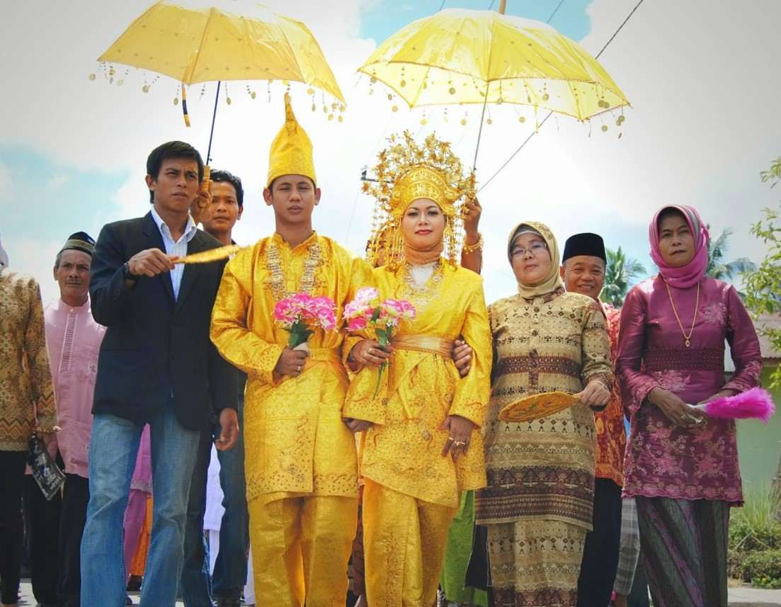 Gambar Thumbnail Pakaian Adat Riau
