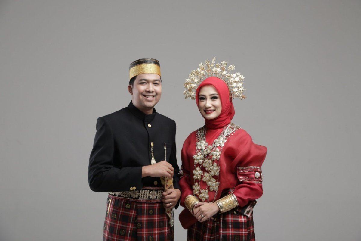 Gambar Thumbnail Pakaian Adat Sulawesi Selatan