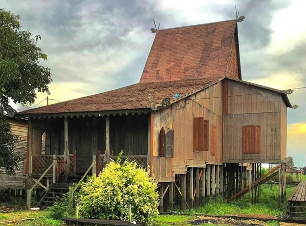Gambar Thumbnail Rumah Adat Kalimantan Selatan