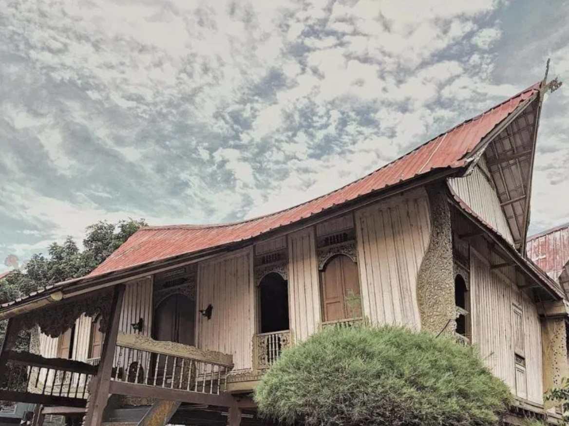 Gambar Thumbnail Rumah Adat Kepulauan Riau