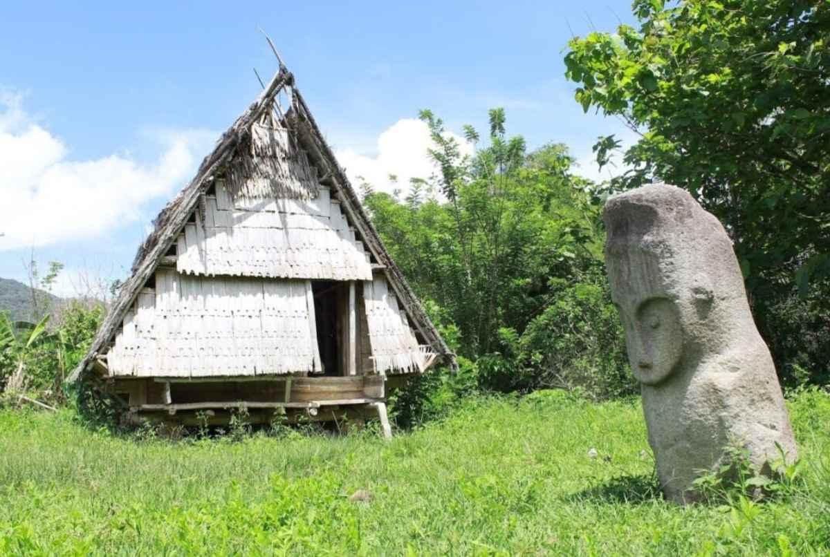 Gambar Thumbnail Rumah Adat Sulawesi Tengah