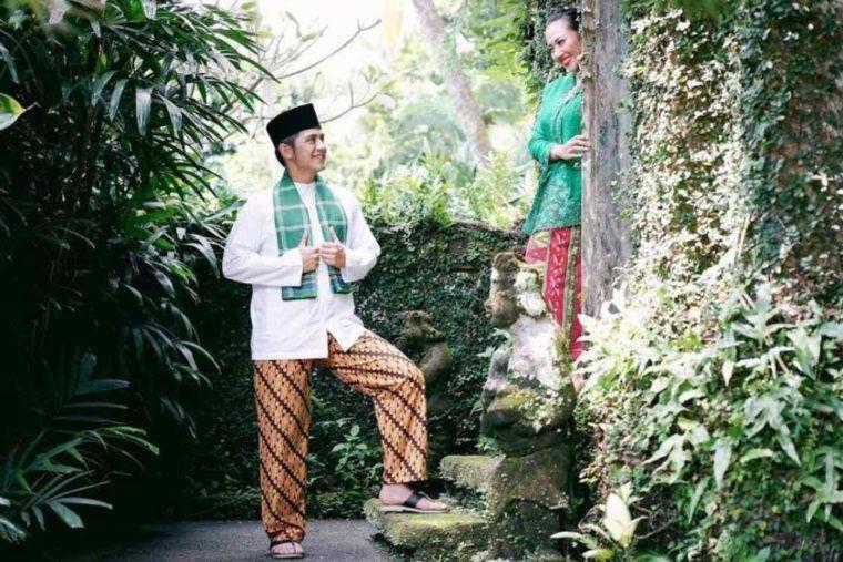 Pakaian Adat Betawi Celana Batik Gombrang